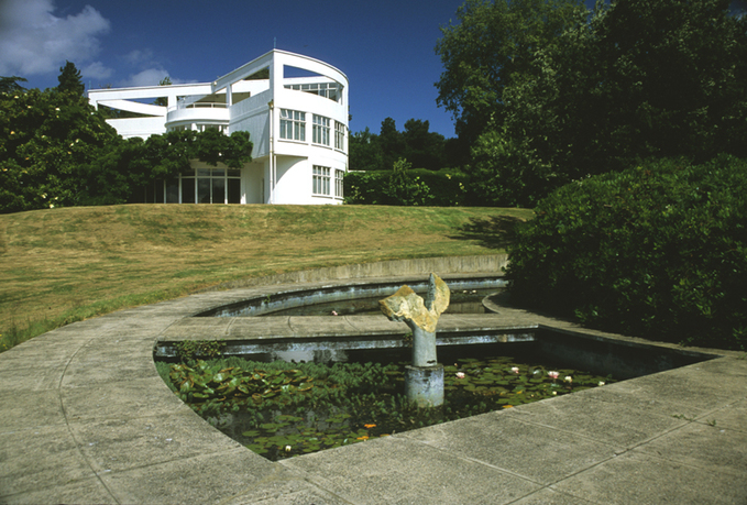 Treib_McGrath_Tunnard_St._Anne_s_Court_1937_View_over_pool_toward_house.jpg