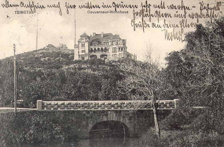 Tsingtau_Postkarten_ca_1900_Gouverneurshaus.jpg