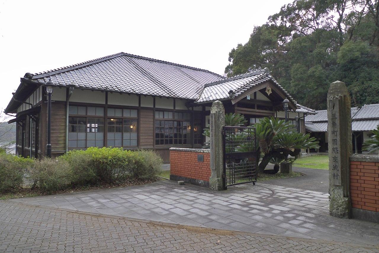 Uki-shi_Kokusai_koryu_mura_Ho_no_yakata.jpg