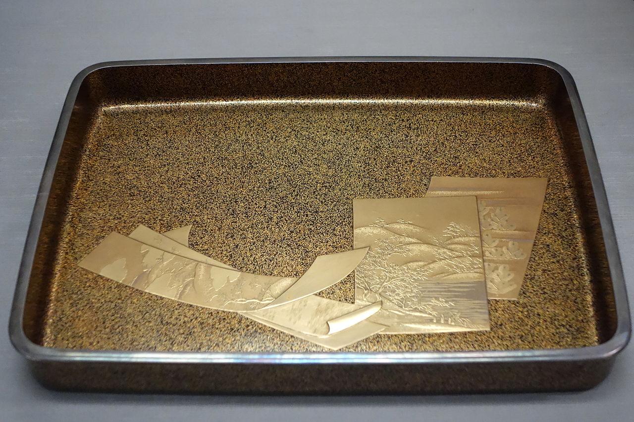 Unidentified_item,_c._1892,_in_maki-e_lacquer_-_Tokyo_National_Museum_-_DSC05589.JPG