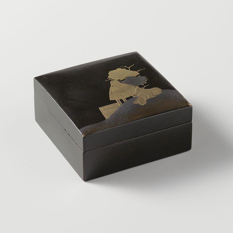 Vierkant_doosje_met_een_landschap_in_goud_op_een_zwarte_ondergrond-Rijksmuseum_AK-NM-6150.jpeg.jpeg
