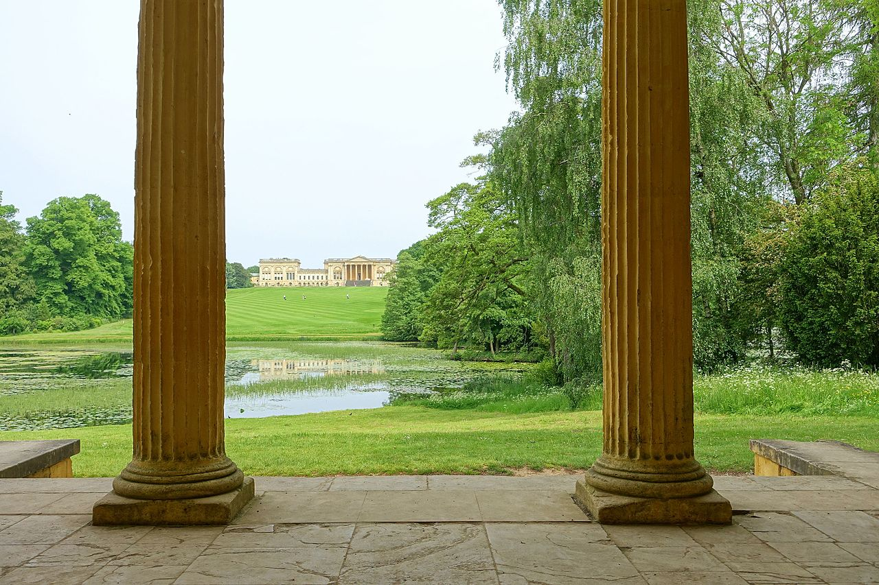 View_from_the_Eastern_Lake_Pavilion,_Stowe_-_Buckinghamshire,_England_-_DSC06845.jpg