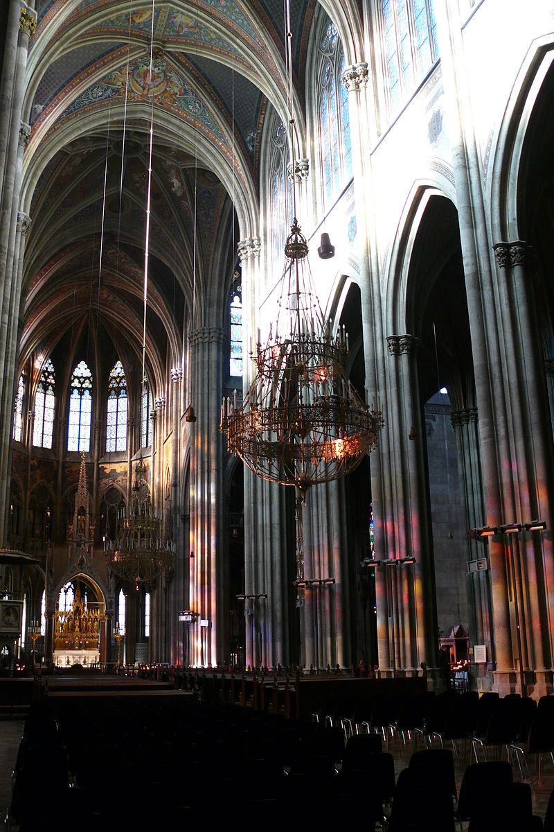 Votivkirche_interier.JPG