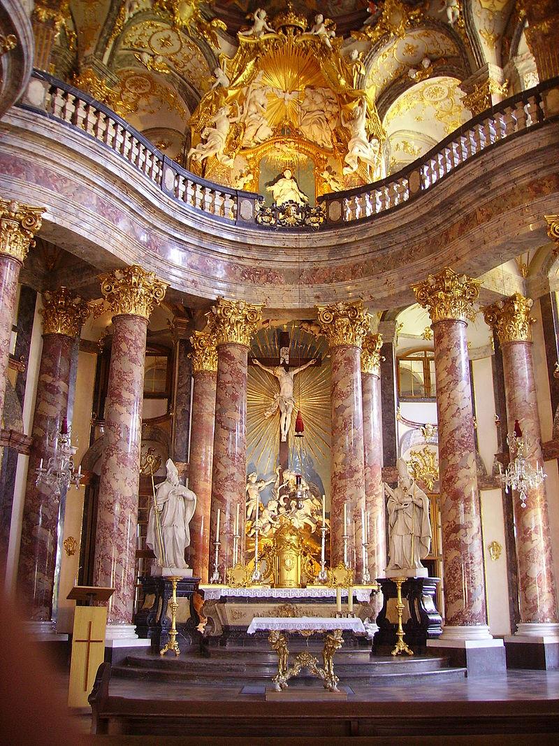 Würzburg_Hofkirche_Innen_Hochaltar.JPG