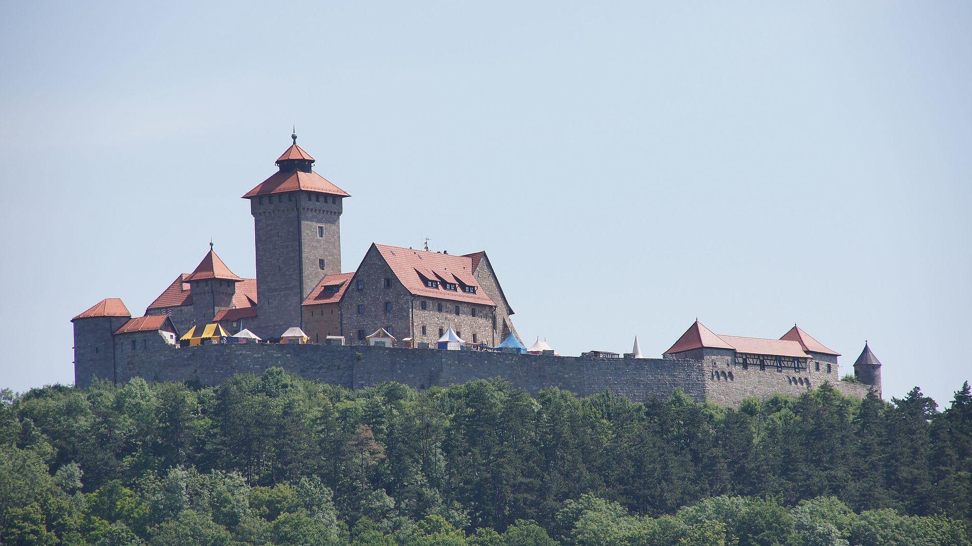 Wachsenburg_-_panoramio.jpg