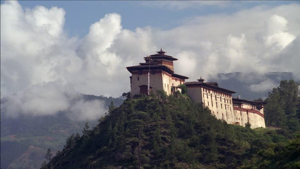 wangdue-fodrang-dzong-historical-building-collection-gogol-lobmayr-sky.jpg