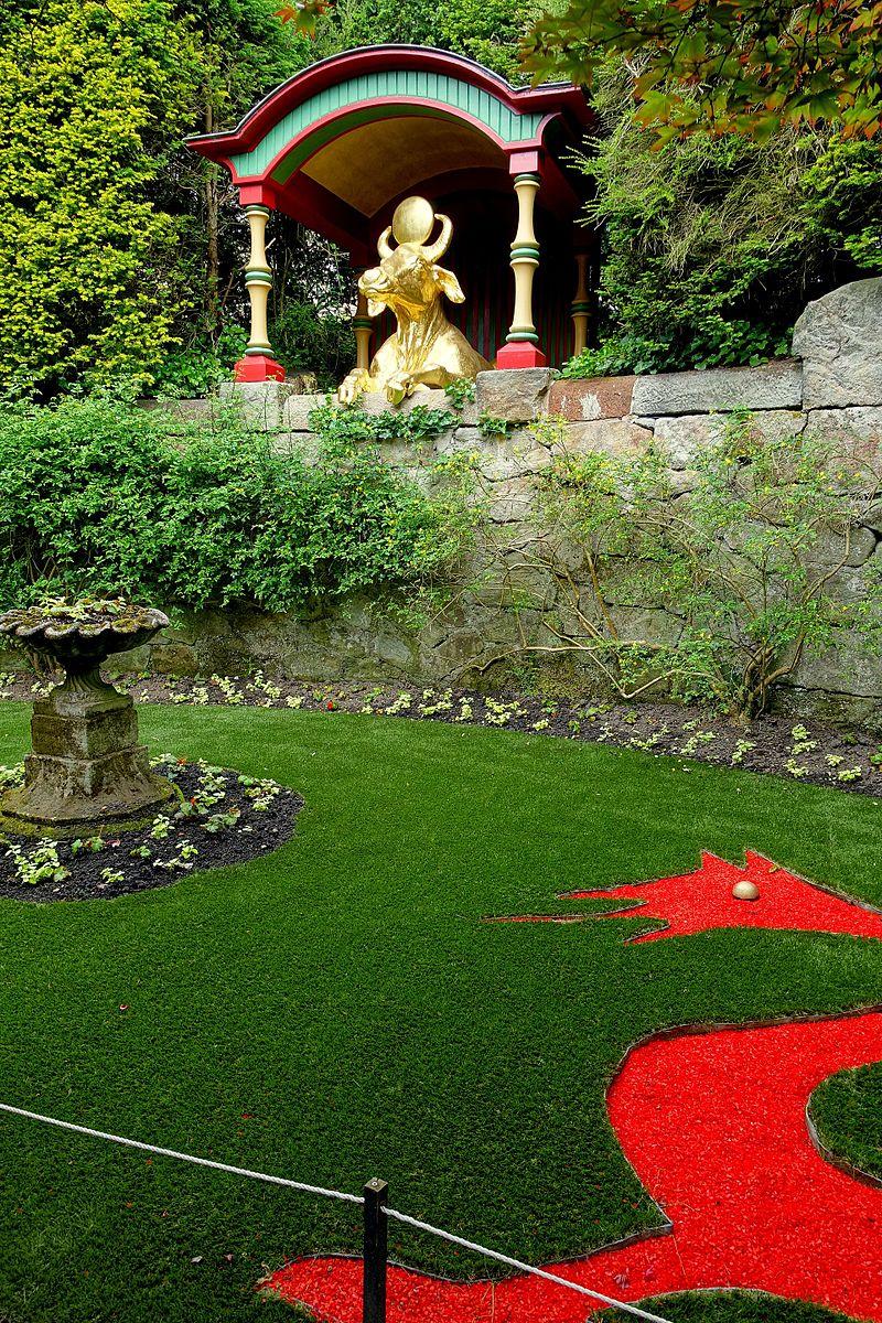 Water_buffalo_-_Biddulph_Grange_Garden_-_Staffordshire,_England_-_DSC09394.jpg