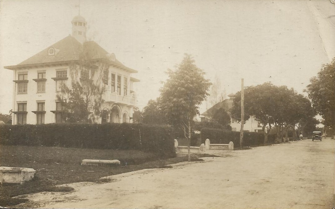 Weihaiwei_street_villa_c_1930.jpg