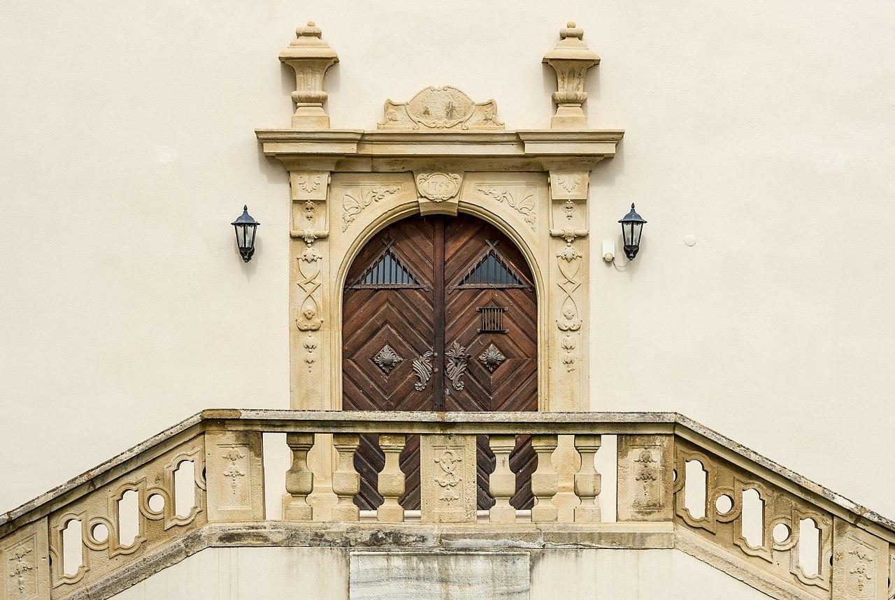 Wernberg_Klosterweg_2_ehem._Schloss_barockes_Ost-Portal_bez._1755_14062018_5859.jpg