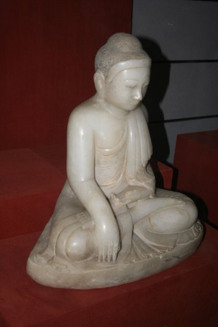 White_Marble_Buddha,_Song_Dynasty.JPG