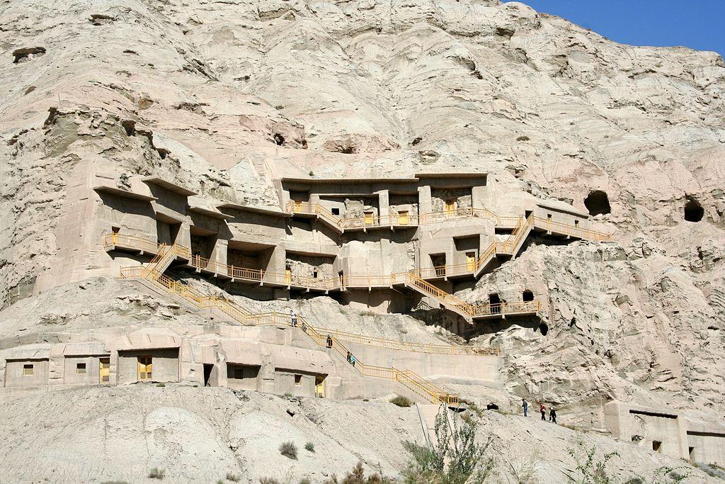 Xinjiang1024px-Kizil_caves_2006_10_01.jpg