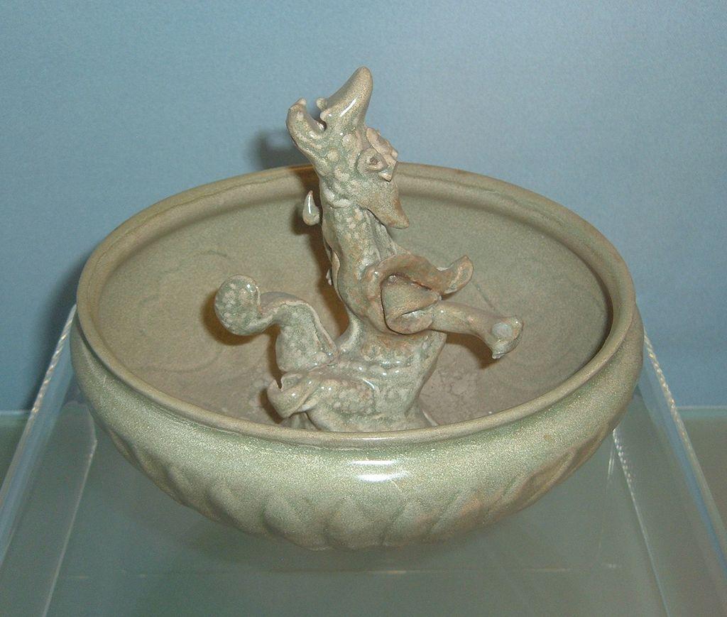 Yuan_celadon_bowl_with_modeled_dragon_design.JPG