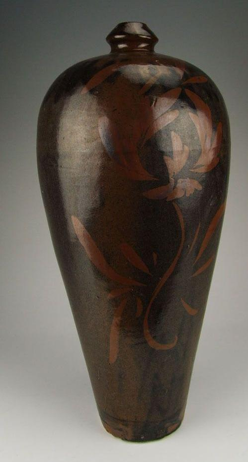 yuan_dynasty_cizhou_ware_porcelain_plum_vase_with_red_brown_coloring_ptattern_1_lgw.jpg