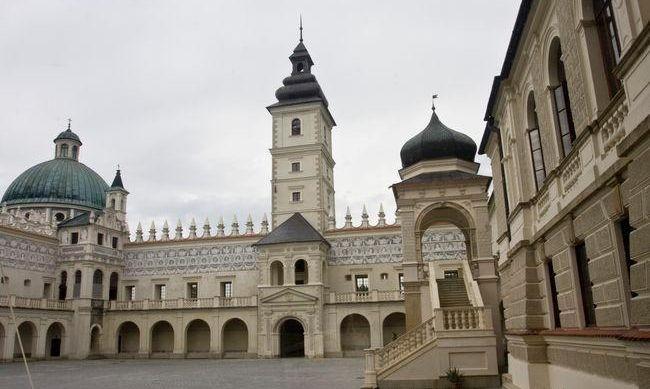 zamek-w-krasiczynieAR-306079996.jpg