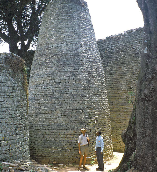 Zimbabwe_Great_Zimbawbwe_Tower.jpg